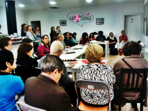 Mujeres Redes Sociales-Emotuner 6