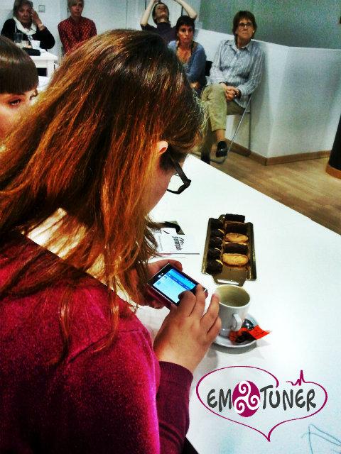 Mujeres Redes sociales- Emotuner5