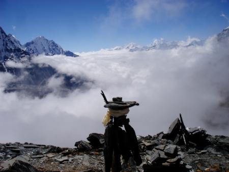 Totem propio construido en nuestro pico de Nepal