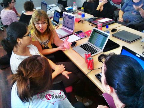 Mujeres Redes Sociales-Emotuner9