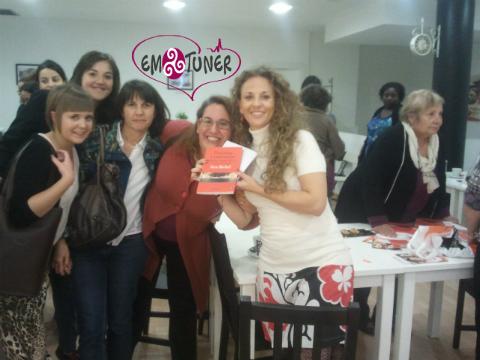 Mujeres Redes sociales-Emotuner3